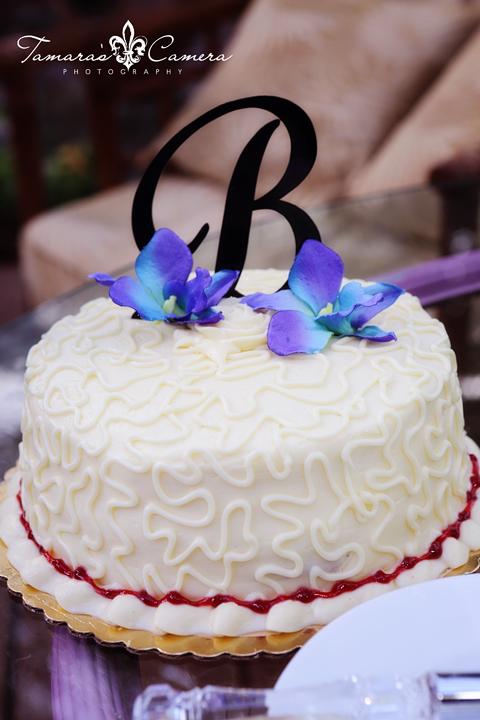 Elegant and Simple Wedding Cake Tropical