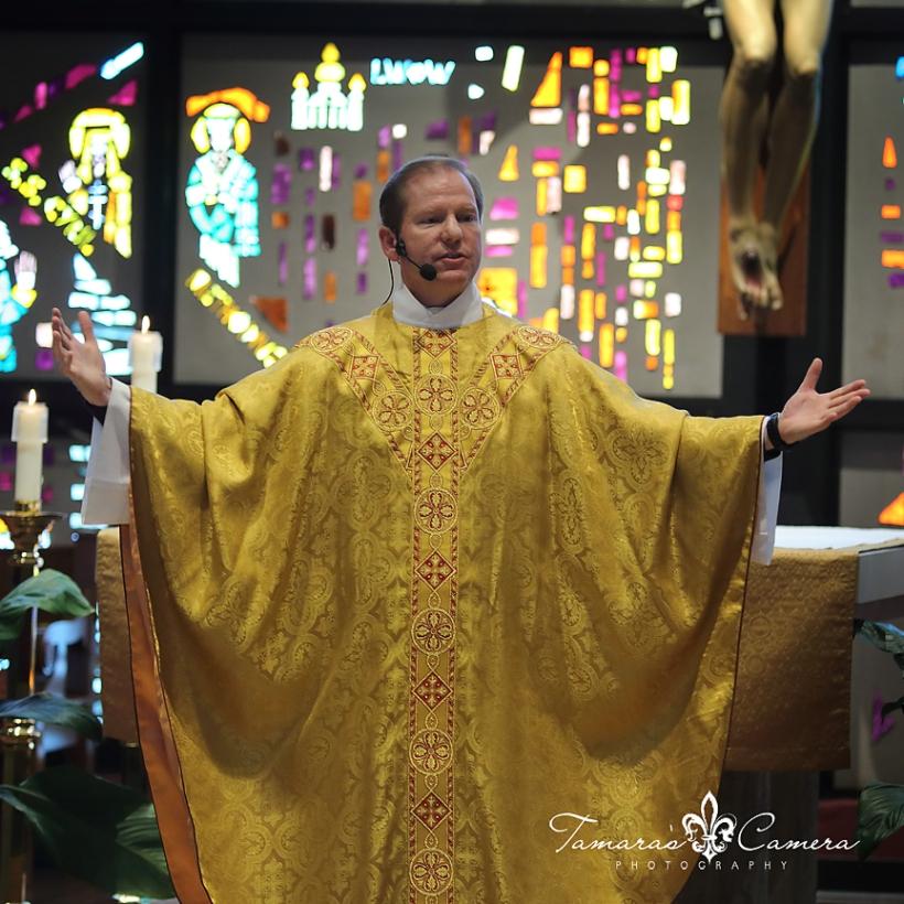 sacred heart of mary, weirton wedding photographer, pittsburgh wedding photographer, spring wedding, priest, homily, sermon