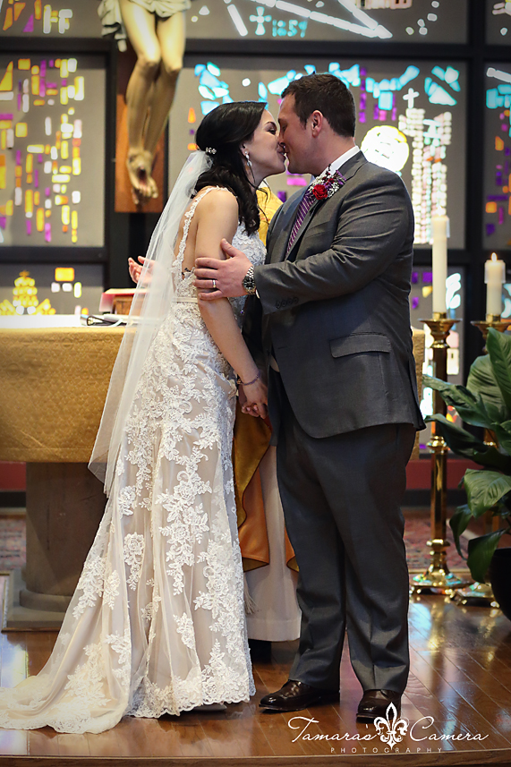 sacred heart of mary, weirton wedding photographer, pittsburgh wedding photographer, spring wedding, bride and groom, the kiss, stained glass, altar, lace, wedding gown