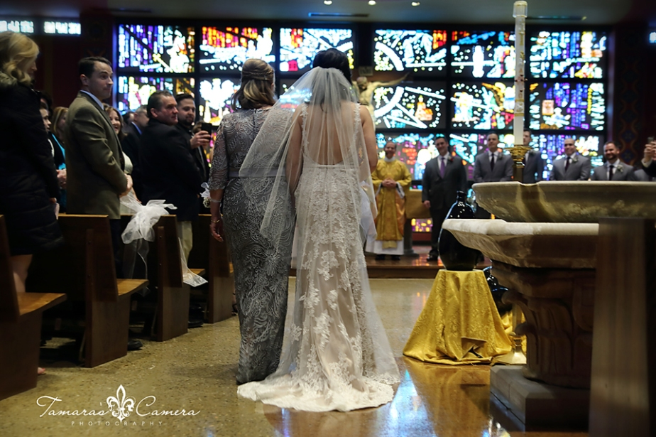 sacred heart of mary, aisle, weirton wedding photographer, pittsburgh wedding photographer, spring wedding